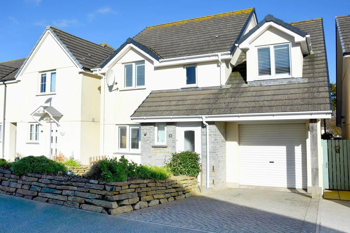 Riviera Close, Mullion, Helston
